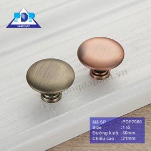 Núm Tủ Gỗ dạng núm có bề mặt nhẵn bóng, đơn giản với màu nâu và rêu mang lại sự sang trọng cho nội thất.