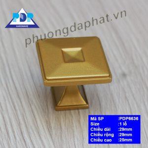 Núm Tủ Gỗ có kết cấu khối vuông đơn giản nhưng rất tinh tế sang trọng với màu vàng hoàng gia.