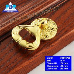 Tay Nắm dạng khoen kéo cùng màu vàng bóng được chế tác vô cùng công phu tỉ mỉ đến từng chi tiết.