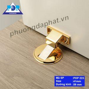 Hít Cửa với thiết kế hiệnđại, tiện dụng cùng màu vàng bóng sang trọng, lấp lánh thu hút mọiánh nhìn.